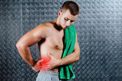 Сильная боль чувства человека фитнеса стоковое фото rf