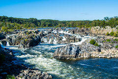 Сильные речные пороги белой воды в больших падениях парке, стороне Вирджинии Стоковое Изображение