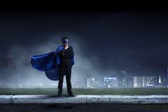 Сильный и мощный как супергерой Мультимедиа Стоковое Изображение RF