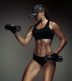 Сильный культурист женщины фитнеса Стоковое фото RF