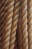 Сильный, пеньковая веревка, шнур или линия, при грубое волокно, сделанное джута Использованный путем плавать и взбираться стоковые фото