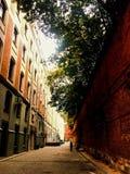 Сидя улица &a Стоковые Изображения