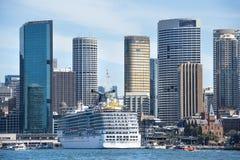Сказание масленицы вкладыша круиза припарковало в гавани Сиднея, Сиднее, Австралии стоковое фото