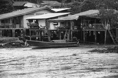Сказание старого дома в деревне черно-белое стоковое фото rf