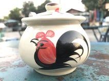 Сказание цыпленка соуса чашки стоковая фотография rf