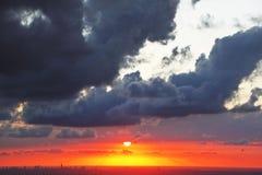 Сказово красивейший заход солнца на море стоковое изображение