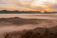 Сказовый восход солнца в горах Стоковое Изображение