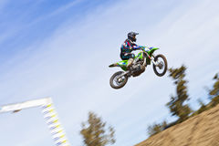 Скакать гонщика #4 велосипеда грязи Стоковое фото RF