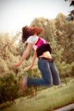 скакать девушки Стоковые Фотографии RF