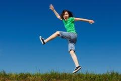 Скакать девушки внешний Стоковая Фотография RF