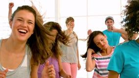 Скакать класса фитнеса сток-видео