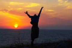скакать над морем Стоковые Фото