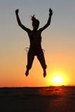 Скакать силуэта девушки Стоковое Изображение RF