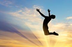 Скакать человека силуэта счастливый стоковые изображения