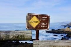 Скала знака опасности отвесная Стоковое Изображение