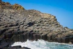 Скала камня покрывает Dia в центральном Вьетнаме, зону Da seashore равномерно блокируя столбцов утеса базальта, созданную от VOL. Стоковое фото RF