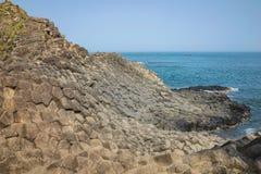 Скала камня покрывает Dia в центральном Вьетнаме, зону Da seashore равномерно блокируя столбцов утеса базальта, созданную от VOL. Стоковое Фото