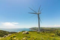 Скала Новой Зеландии нерезкости движения ветротурбины Стоковое Изображение RF