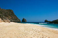 скала пляжа вниз Стоковое Изображение RF