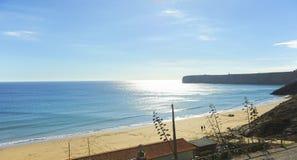 Скала пляжа Sagres, Алгарве, Португалии Стоковые Фото