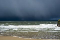 Скала шторма дождя зимы причаливая Стоковое Фото