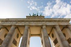 Скалистая вершина Brandenburger, Берлин, Германия, облачное небо Стоковые Фото