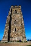Скалистая вершина Glastonbury на холме стоковые изображения
