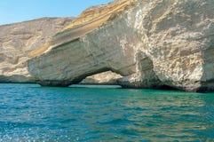 Скалистое прибрежное Аравийское море, Оман стоковое изображение rf