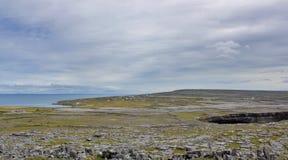 Скалистое Burren на западном побережье Ирландии стоковое изображение