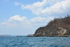 Скалистый берег вдоль Тихоокеанского побережья стоковое изображение rf