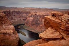 Скалистый ландшафт на загибе подковы в Аризоне стоковая фотография