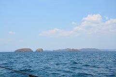 Скалистый остров f побережье стоковое изображение