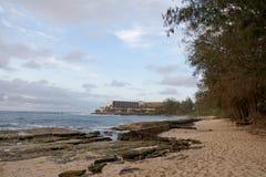 Скалистый пляж на курорте залива черепахи Стоковое Изображение