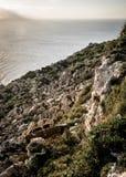 Скалы за счет Мальта Стоковые Изображения