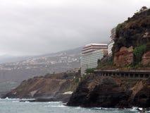 Скалы и море на puerto de Ла cruz в Тенерифе с волнами t Стоковое фото RF