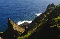 Скалы на северовосточном побережье острова орхидеи Lanyu стоковое фото rf