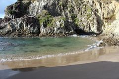 скалы пляжа рисуночные Стоковое Изображение RF