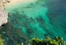 Скалы пляжа Balangan, Бали Индонезия Стоковое Фото