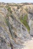 Скалы, утесы и лестницы в Zambujeira повреждают Стоковые Изображения RF