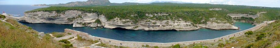 Скалы Bonifacio на Средиземном море в Корсике стоковое фото