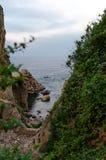 Скалы Cala de Sant Francesc, береговой линии залива Бланеса, Косты Brava, Испании Живописный взгляд сверху стоковая фотография rf