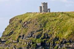 Скалы Moher, взгляда с башней ` s Brien ` o, графством Кларой, Ирландией Стоковое Изображение RF