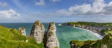Скалы tretat Normandie ‰ Ã стоковые изображения rf
