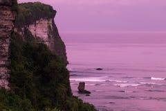 Скалы Uluwatu - Бали, Индонезия Стоковая Фотография
