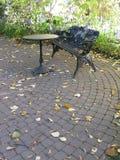 Скамейка в парке черного листового железа Стоковое Фото