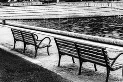 Скамейки в парке черно-белые Стоковая Фотография RF