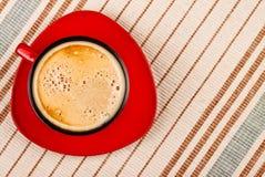 скатерть красного цвета кофейной чашки Стоковая Фотография RF