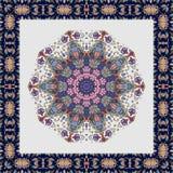 Скатерть с цветком - мандалой и красивой орнаментальной границей бесплатная иллюстрация