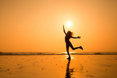 Скача девушка Стоковые Изображения