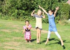 Скача девушки Стоковое Изображение